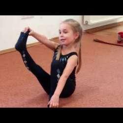 Embedded thumbnail for A csömöri ritmikus gimnasztikázók karácsonyi bemutatója